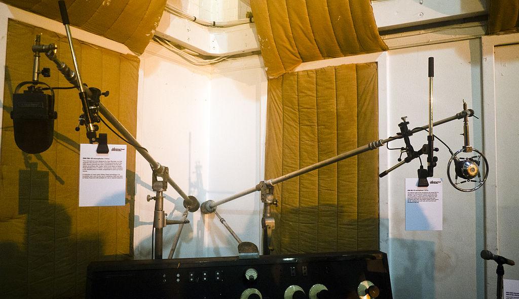 File:Beatles microphones, EMI RM-1B & HB-1E, Abbey Road ...