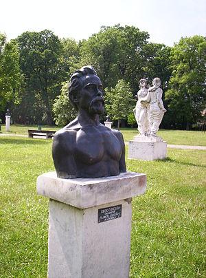 Fülöp Ö. Beck - Self-portrait bust in his birthplace of Pápa