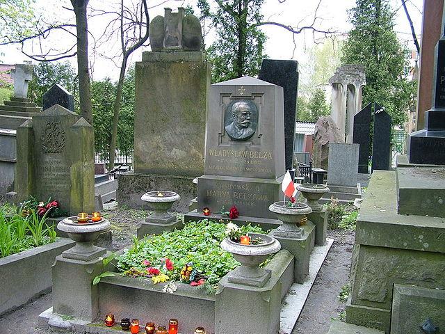Памятник на могиле В. Белзы на Лычаковском кладбище (Львов)