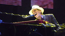 alt=Description de l'image Benmont Tench Hollywood Bowl.jpg.