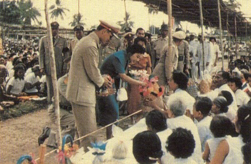 Bhumibol Adulyadej and Sirikit at Nakhon Si Thammarat (24)
