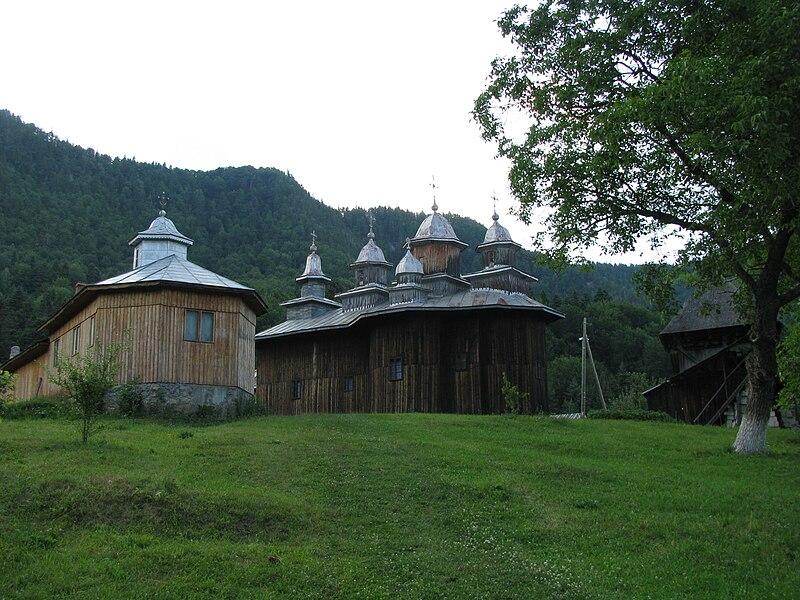 Fișier:Biserica de lemn Adormirea Maicii Domnului din satul Gavanu comuna Manzalesti judetul Buzau Romania 4.jpg