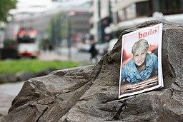 [Foto: Ausgabe der Zeitschrift Bodo auf einem großen Stein]