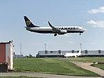 Boeing 738, Ryanair; A320, Vueling, PRG.jpg