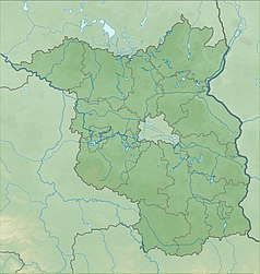 """Mapa konturowa Brandenburgii, po prawej nieco na dole znajduje się owalna plamka nieco zaostrzona i wystająca na lewo w swoim dolnym rogu z opisem """"Schwielochsee"""""""
