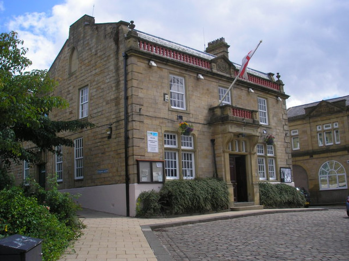 Brierfield Town Hall - geograph.org.uk - 1403678.jpg
