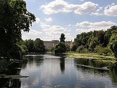 Buckingham Palace from St James's Park - geograph.org.uk - 522827.jpg