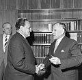 Bundesarchiv B 145 Bild-F009550-0001, Bonn, Bundestagspräsident mit Politiker aus Peru.jpg