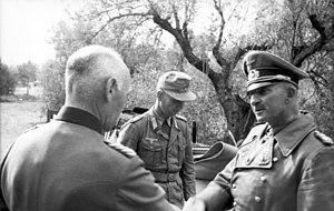 Hans-Jürgen von Arnim - Image: Bundesarchiv Bild 101I 787 0502 34A, Generaloberst von Arnim und General von Vaerst
