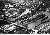 Bundesarchiv Bild 102-00659A, Duisburg, Luftbild vom Binnenhafen.jpg