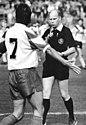 Bundesarchiv Bild 183-1990-0915-016, FC Dynamo Dresden - Chemnitzer FC 1-1.jpg