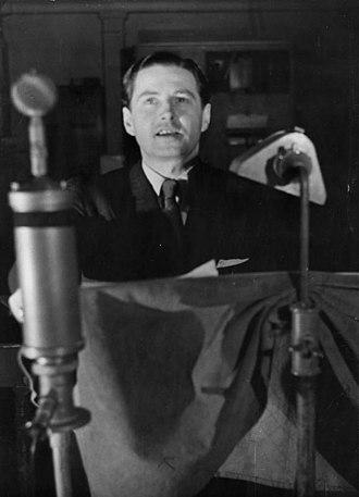 Die Deutsche Wochenschau - Wochenschau announcer Harry Giese at the microphone, 1941