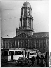 Tram in front of the Stadthaus