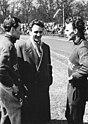 Bundesarchiv Bild 183-54437-0009, Siegfried Herrmann, Wolfgang Schotteck mit Trainer.jpg