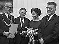 Burgemeester Kolfschoten, Louis Paul Boon, Hanny Michaelis en Jacques Presser (1967).jpg