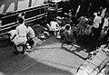 COLLECTIE TROPENMUSEUM Het wassen van de vaat op het dek van een schip TMnr 10029293.jpg