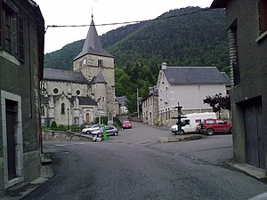 Cadéac - The village of Cadéac and the church of Saint-Félix