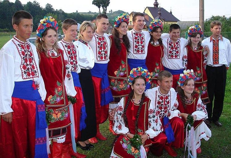 Акс:Carpatho-Rusyn sub-groups - Transcarpathian Rusyns in original goral folk-costumes from Maramureş ..jpg