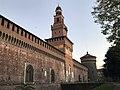 Castello Sforzesco all'alba.jpg
