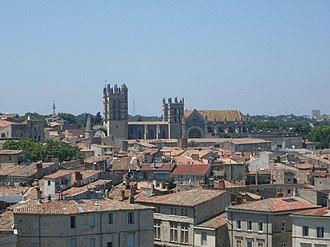 Montpellier Cathedral - Image: Cathédrale Saint Pierre de Montpellier vue du Corum