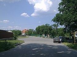 Central square in Plyuty.jpg