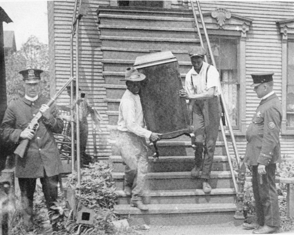 File:Chicago Race Riot 1919 leaving house.png - Wikimedia ...