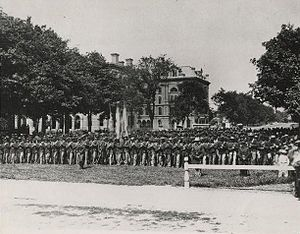 Cleveland in the American Civil War - A photograph taken on Public Square of hundreds of Cleveland veterans from the American Civil War in 1865
