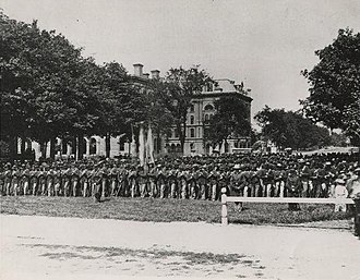 History of Cleveland - A photograph taken on Public Square of hundreds of Cleveland veterans from the American Civil War in 1865