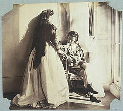 Clementina Hawarden, Clementina Maude and Isabella, 1861.jpg