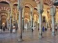 Cordoba-Mezquita 071-halle.jpg
