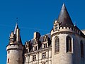 Détail tours Aile est château de la Rochefoucauld côté ville.jpg
