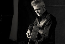picture of Dale Watson playing a guitar