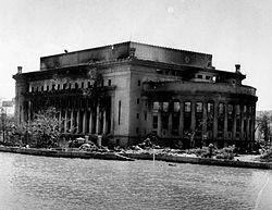 Schade aan het Manila Post Office 1945.jpg