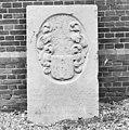 De grafzerk van de in januari 1648 overleden Claes Jansz van Schellingerhout. - Aarlanderveen - 20003853 - RCE.jpg