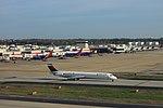 Delta N946DL McDonnell-Douglas MD-88 (40466473765).jpg