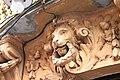 Detalle de uno de los leones arquitectónicos de una casa de la Calle Tercia - panoramio.jpg