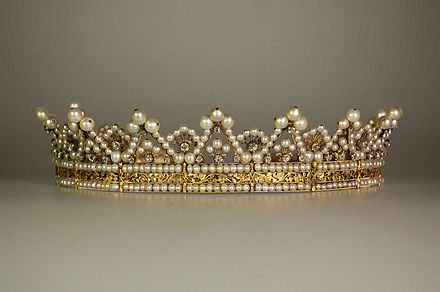 Stephanie de Beauharnais, Grand Duchess of Baden's pearl-and-diamond tiara, made circa 1830 and currently in the museum at Mannheim Palace Diadem of Stephanie de Beauharnais.jpg