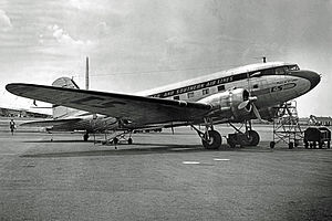 Chicago and Southern Air Lines - Image: Douglas DC 3 NC25626 C&S 09.50 edited 3