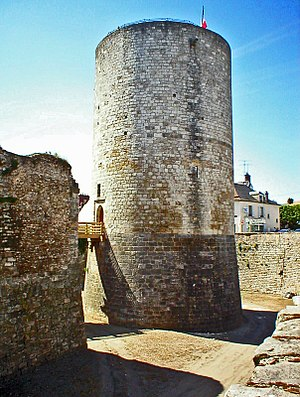 Dourdan - The donjon separated from the castle by its own ditch