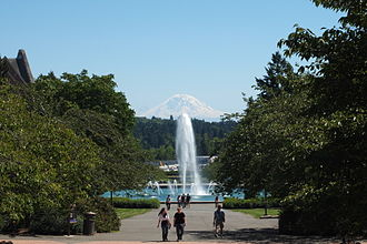 Campus of the University of Washington - Drumheller Fountain and Mount Rainier