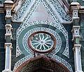 Duomo di firenze, medaglioni intarsiati in marmi nei timpani delle finestre sui fianchi 16.JPG