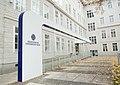 Eingangsbereich Medizinische Universität Wien.jpg