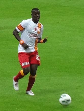 Emmanuel Eboué - Eboué playing for Galatasaray  in 2012