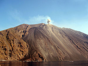 Eruption of Stromboli by day