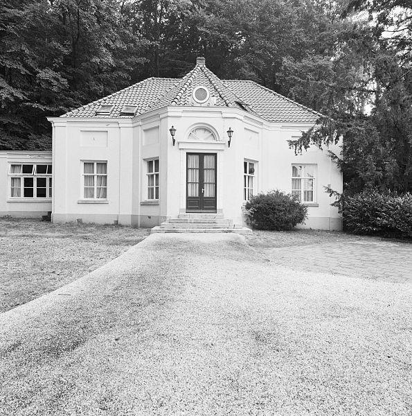 File exterieur park overzicht voorzijde huis naast paviljoen arnhem 20321971 - Huis exterieur ...