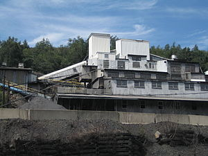 Coal preparation plant - A modern coal breaker in Mahanoy City, Pennsylvania combines washing, crushing, grading, sorting, stockpiling, and shipping in one facility built into a stockpile of anthracite coal below a mountain top strip mine