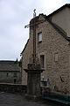 FR48 Le Bleymard Place de l'église Croix 01.JPG
