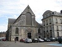 Façade de l'abbatiale Notre-Dame de Bernay (Eure).jpg