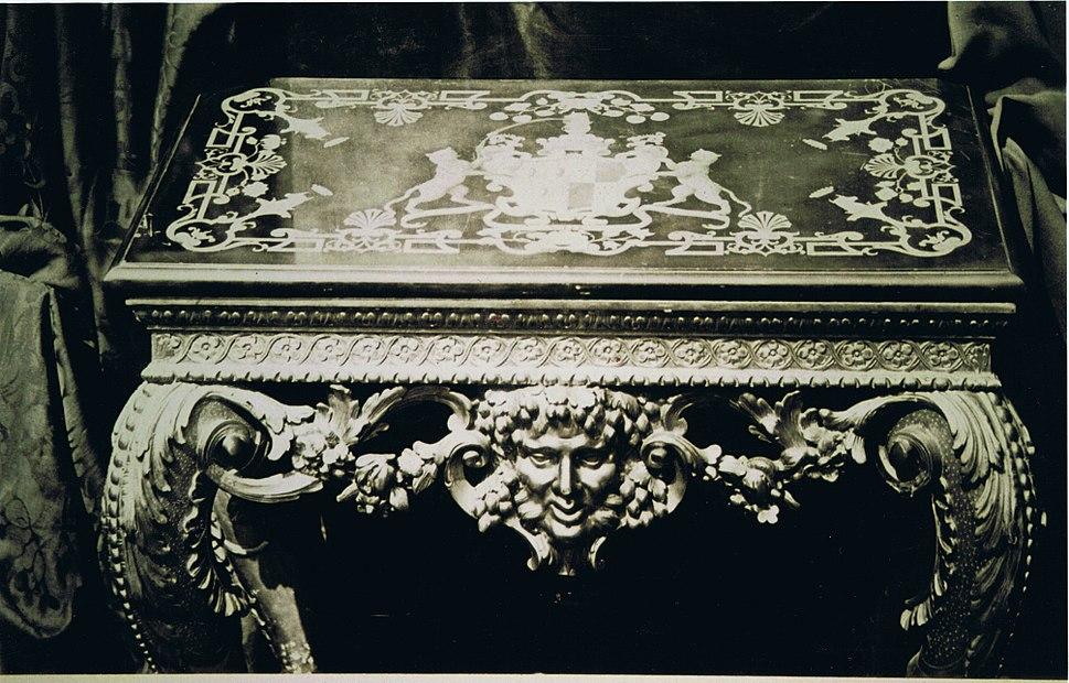 Fane Table