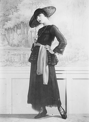 Cartwheel hat - Fanny Brice wearing a cartwheel hat with transparent brim, c. 1910